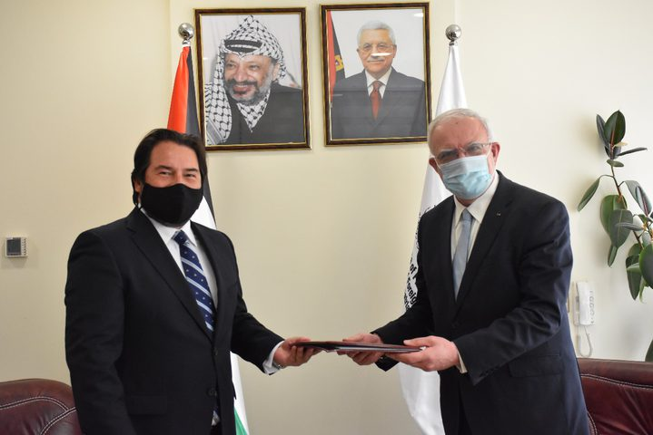 المالكي يتسلم نسخة من أوراق اعتماد ممثل جمهورية تشيلي لدى فلسطين