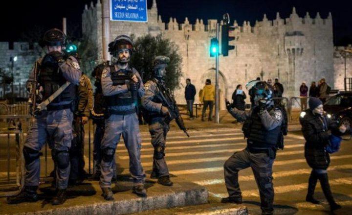 الاحتلال يعتدي على الشبان في باب العامود