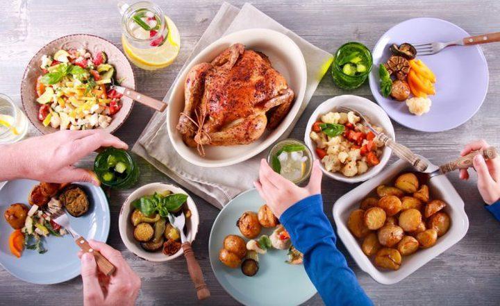 سلبيات الافراط في تناول الطعام والشراب في شهر رمضان