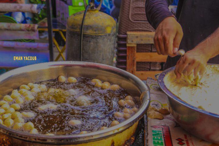 العوامة أو الزنغل الكرماوية، من أشهى الحلويات في رمضان - تصوير إيمان يعقوب