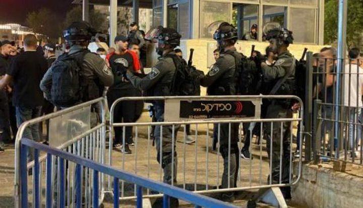 الاحتلال يوضع سواتر حديدية في باب العامود بالقدس المحتلة