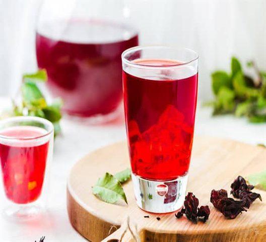 طعم لذيذ وفوائد صحية مشروب الكركديه البارد في رمضان