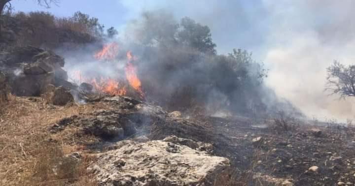 قنابل الاحتلال تتسبب باشتعال النيران جنوب طولكرم