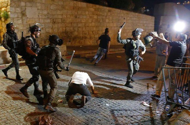 قوات الاحتلال تعتدي على المصلين قرب باب الأسباط بالقدس المحتلة
