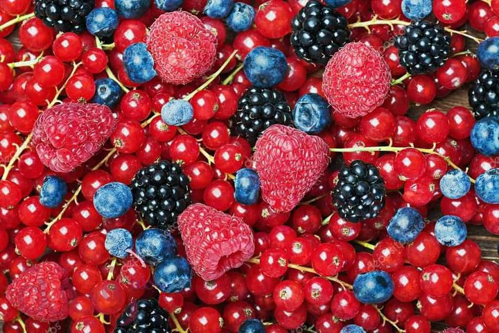 تناول التوت بشكل غير محدود قد يسبب زيادة الوزن