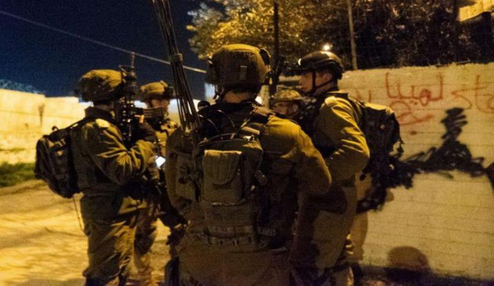 الاحتلال يعتقل 13 مواطنًا بالضفة