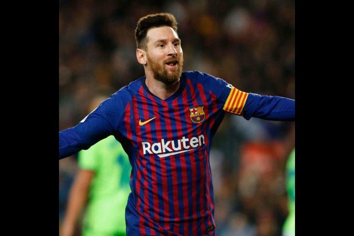 ميسي يوشك على تمديد عقده مع برشلونة لمدة عامين