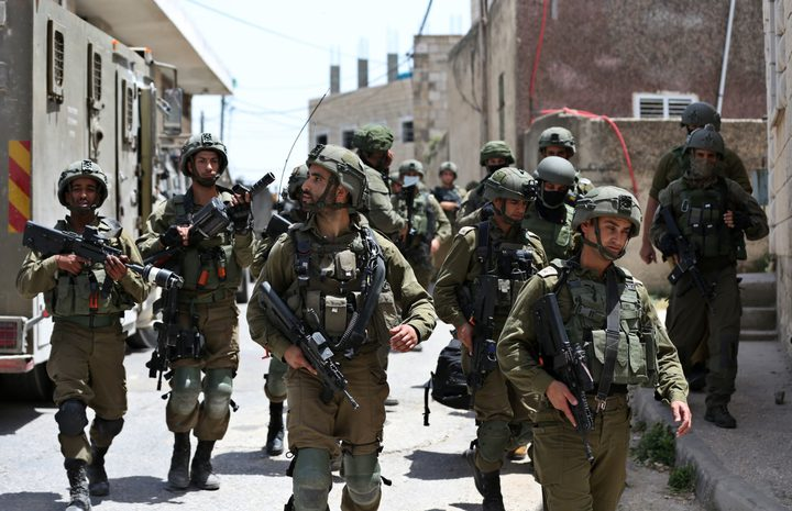 الاحتلال يواصل اجتياح بلدة عقربا جنوب نابلس