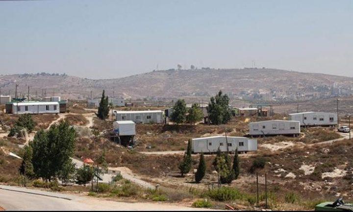 مستوطنون يقيمون بؤرة استيطانية فوق اراضي المواطنين جنوب نابلس