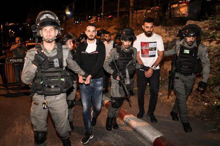 الاحتلال يعتقل عددا من المواطنين في حي الشيخ جراح
