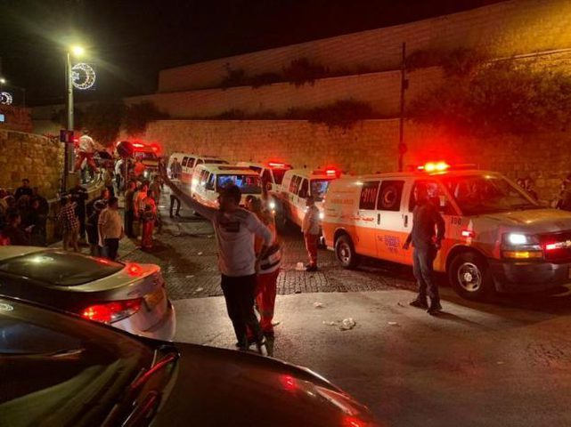 الاحتلال يمنع الطواقم الطبية من إسعاف المصابين بالقدسالمحتلة
