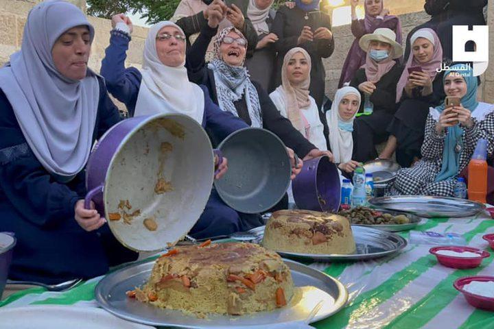 إفطار المبعدين عن المسجد الأقصى المبارك في طريق المجاهدين بالقدس