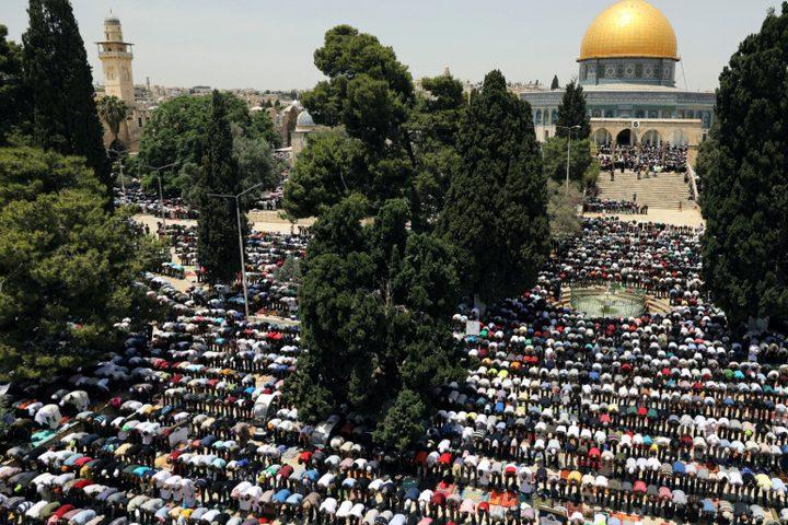 نقل شعائر صلاة الجمعة الأخيرة من شهر رمضان في المسجد الأقصى