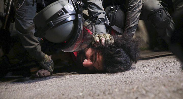 الاتحاد الأوروبي يدعو لوقف العنف ضد المصلين في المسجد الأقصى