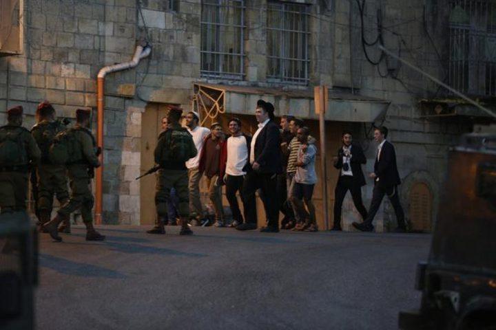 اصابة مواطن خلال اعتداء للمستوطنين بحي الشيخ جراح