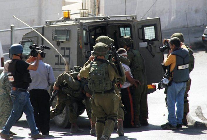 قوات لاحتلال تعتقل 13 مواطناً من مدينة القدس