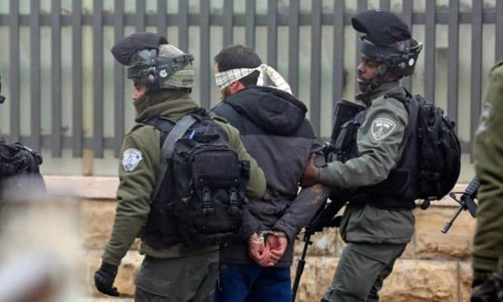 طولكرم:قوات الاحتلال تعتقل شابا من شويكة وتداهم منزل شهيد