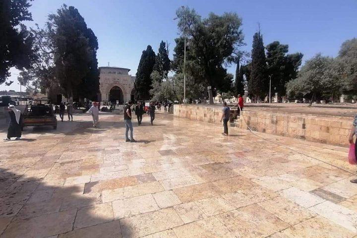 تهيئة وتنظيف ساحات المسجد الأقصى لاستقبال المصلين والمعتكفين لليلة 27 رمضان .