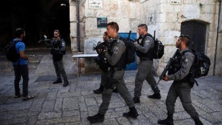 الاحتلال يعتقل شابا من شارع الواد بالقدس