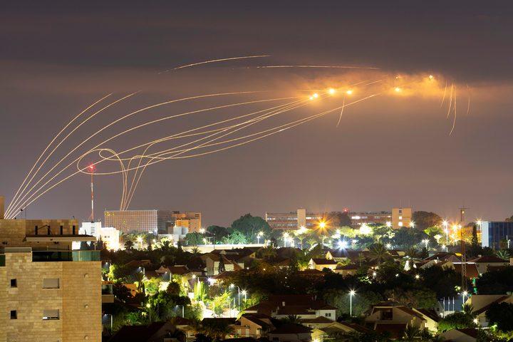 """بـ130 صاروخا.. المقاومة تعلن توجيه ضربة صاروخية """"الأكبر"""" لتل أبيب"""