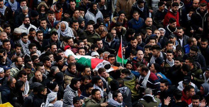 جماهير غفيرة تشيع جثامين الشهداء بغزة