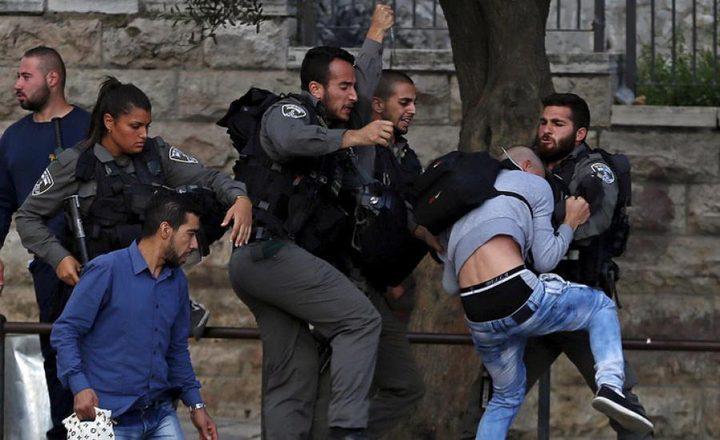 شرطة الاحتلال تعتدي على شاب بالضرب المبرح