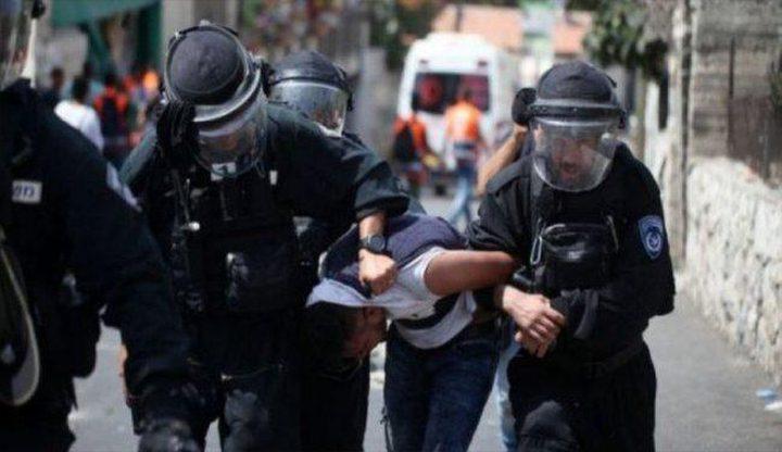 قوات الاحتلال تعتقل عائلة كاملة من بلدة العيسوية
