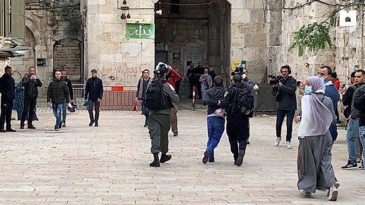 اصابات برصاص الاحتلال واعتداءات المستوطنين بالقدس والخليل