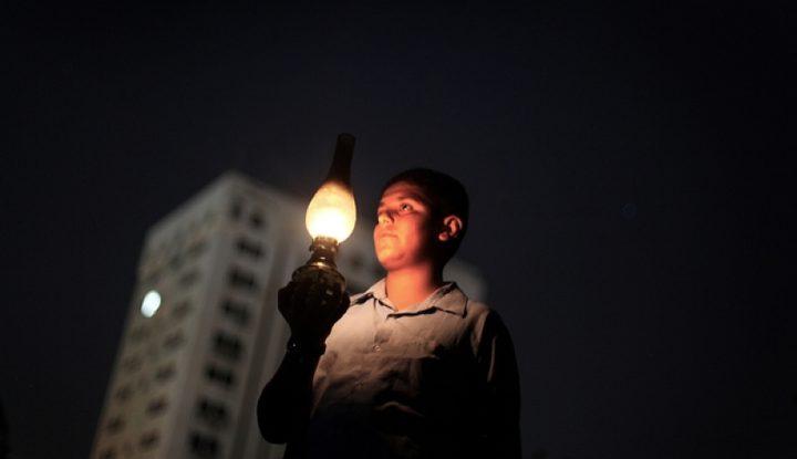 أسباب سعي الاحتلال إلى إغراق غزة في الظلام
