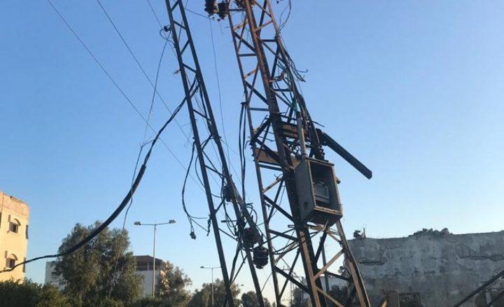 بسبب القصف.. دمار كبير في شبكات الكهرباء بغزة