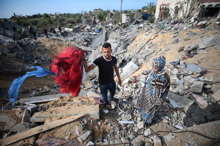 إنقاذ شاب من تحت ركام منزله الذي قصفه الاحتلال شمال قطاع غزة