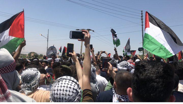 أردنيون يحتشدون قرب الحدود نصرة فلسطين