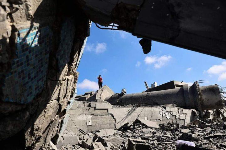 """الاحتلال يدمر مسجد """"قليبو"""" في شمال قطاع غزة  تصوير : AFP"""