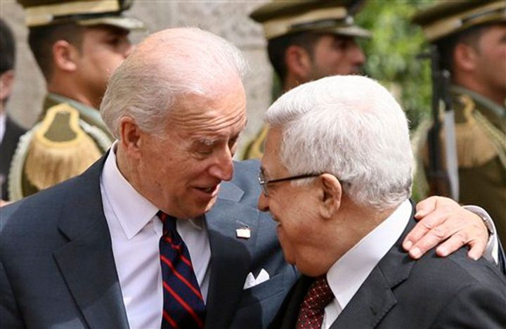 تفاصيل اتصال هاتفي بين الرئيس عباس وبايدن