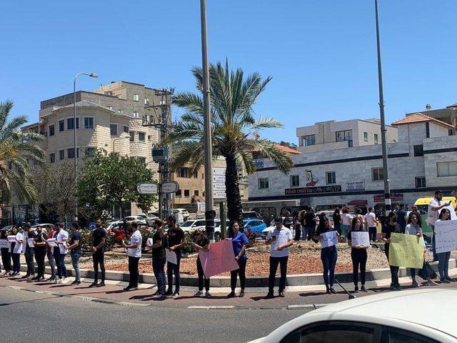 سخنين: الطواقم الطبية تتظاهر ضد اعتداءات شرطة الاحتلال عليهم