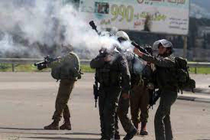إصابات بالاختناق خلال مواجهات مع الاحتلال في اللبن الشرقية