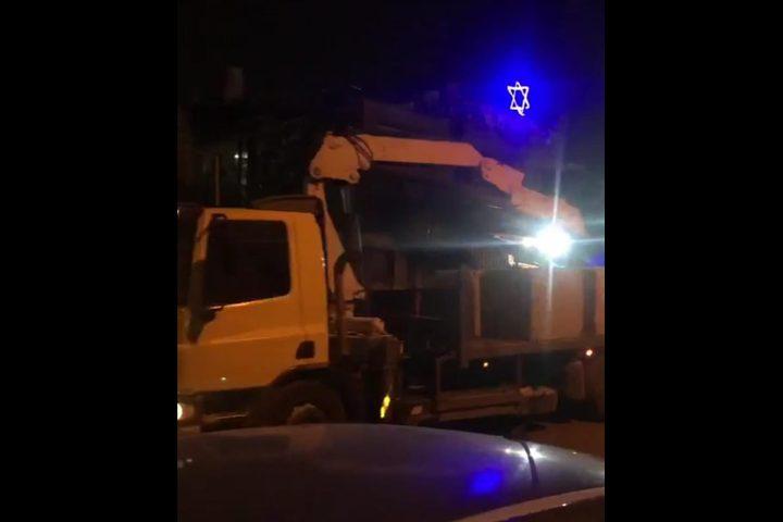 الاحتلال يغلق حي الشيخ جراح بالمكعبات الاسمنتية