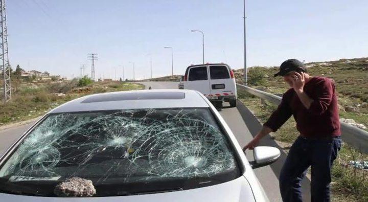 مستوطنون يرشقون مركبات المواطنين بالحجارة في بيت لحم