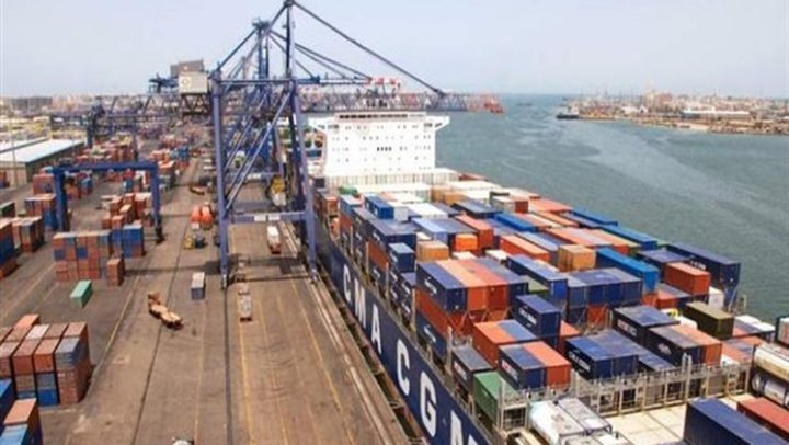 """عمال إيطاليون يرفضون تحميل أسلحة على سفينة متوجهة لـ""""إسرائيل"""""""