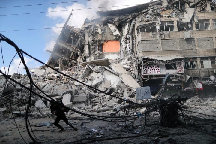 طائرات الاحتلال تدمر خطوط الكهرباء الرئيسية في غزة