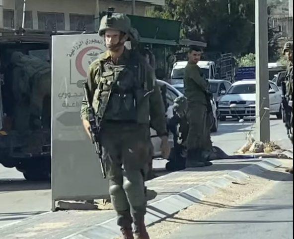 همجية الاحتلال في اعتقال شاب على حاجز حوارة