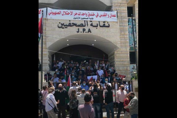 صحفيون أردنيون ينفذون وقفة نصرة لفلسطين