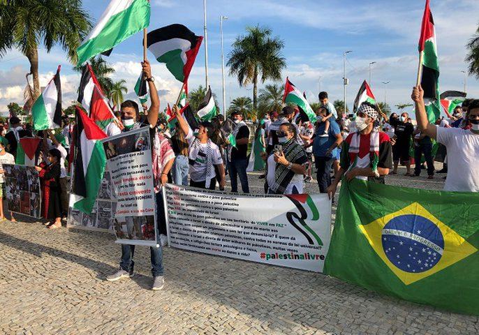 مسيرات تضامنية مع شعبنا وتنديدا بالعدوان في الأرجنتين والبرازيل
