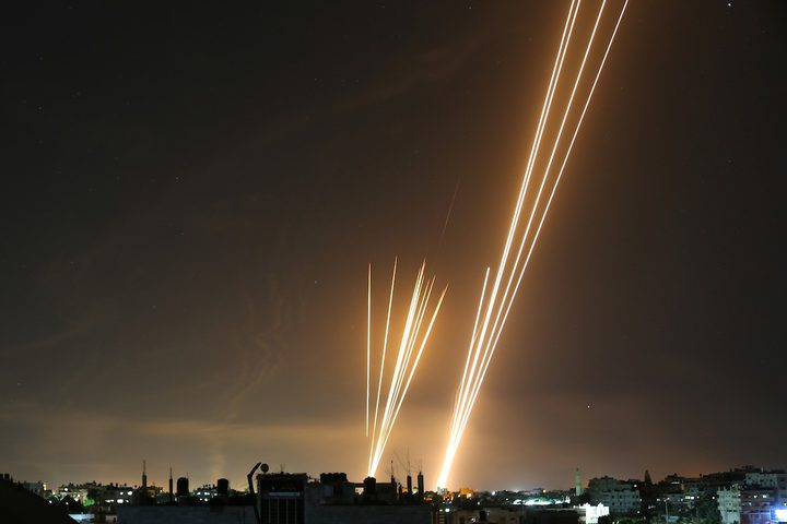 الاحتلال يزعم إصابة جندي و6 مستوطنين جرّاء صواريخ أطلقت من غزة