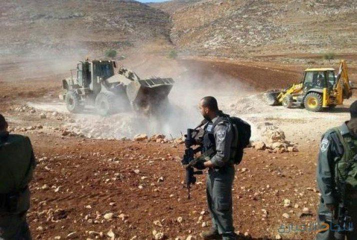 الاحتلال يشق طريقا لصالح بؤرة استيطانية مقامة على أراضي يعبد