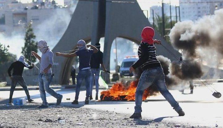 إصابات بالاختناق خلال مواجهات مع الاحتلال قرب مدخل البيرة الشمالي