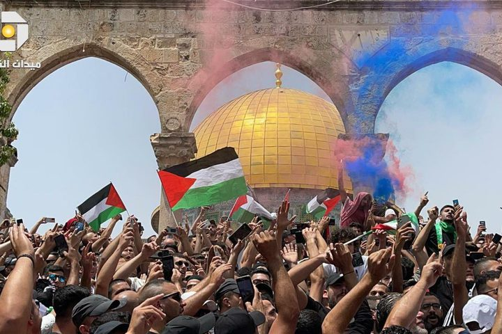 عشرات الآلاف يهتفون فرحاً بإنتصار غزة في المسجد الأقصى