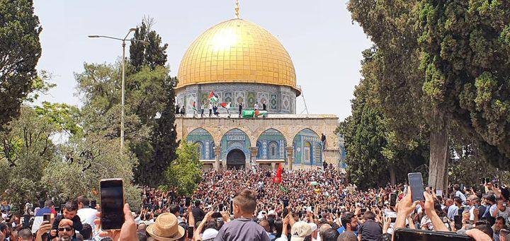 الاّلاف يحتفلون داخل المسجد الأقصى بانتصار غزة