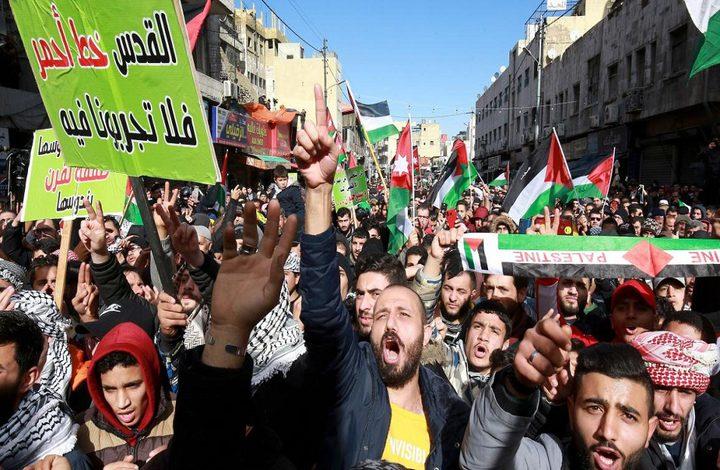 آلاف الأردنيين يتظاهرون دعما لفلسطين