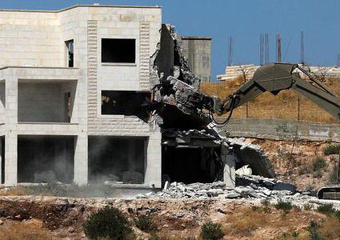 الاحتلال يداهم منزل الشهيدة البرادعي ويعتقل شقيقها في الخليل